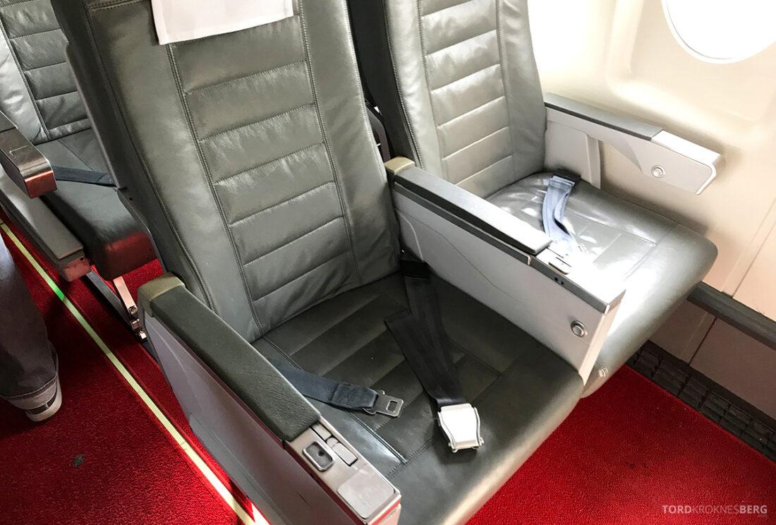 SWISS Economy Class Helvetic Fokker 100 Kiev Oslo sete