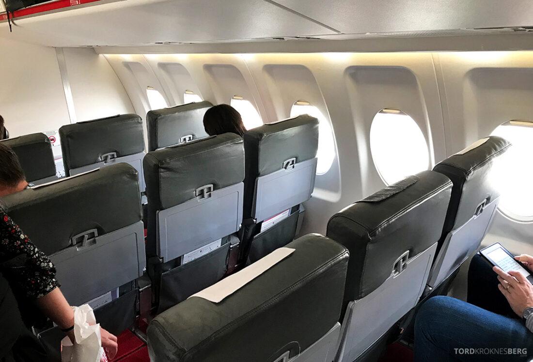 SWISS Economy Class Helvetic Fokker 100 Kiev Oslo seter
