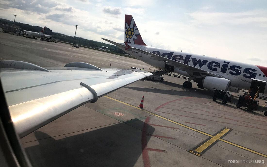 SWISS Economy Class Helvetic Fokker 100 Kiev Oslo vinge