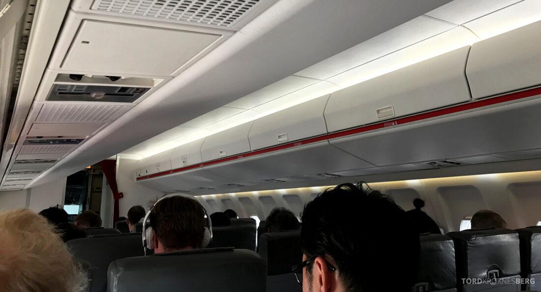 SWISS Economy Class Helvetic Fokker 100 Kiev Oslo kabin