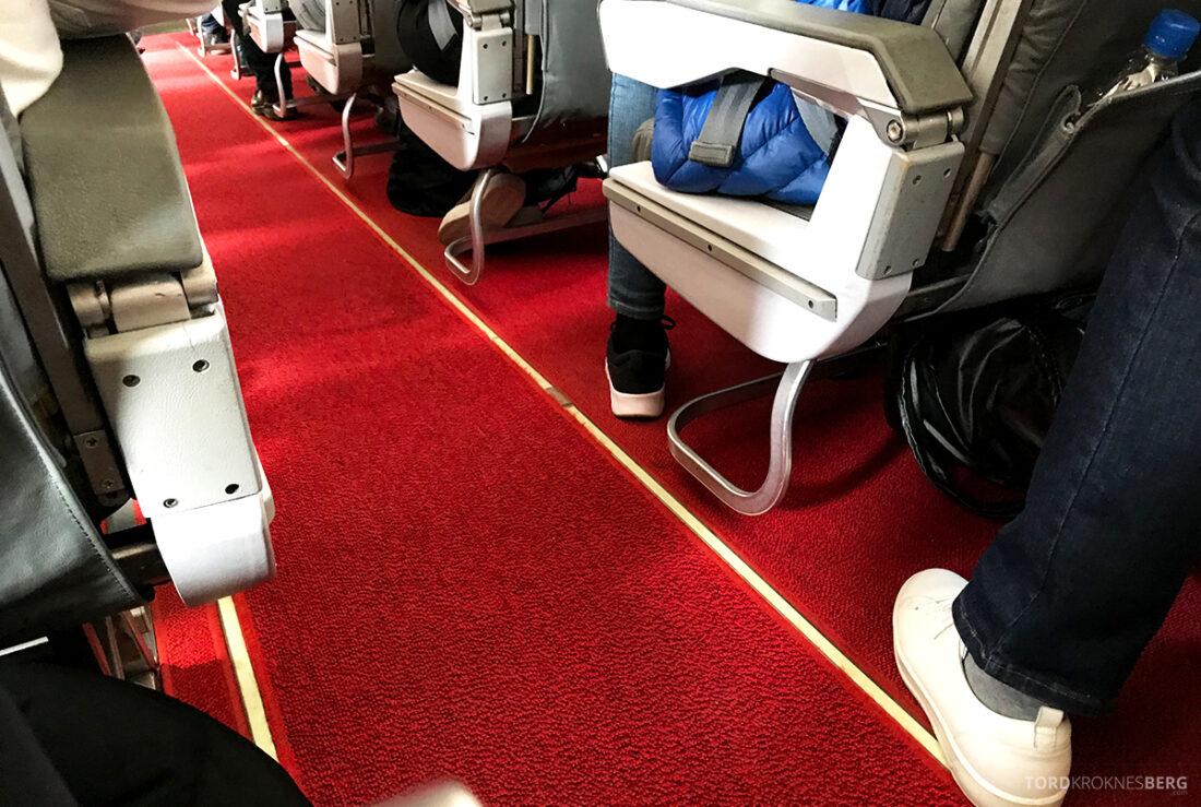SWISS Economy Class Helvetic Fokker 100 Kiev Oslo midtgang