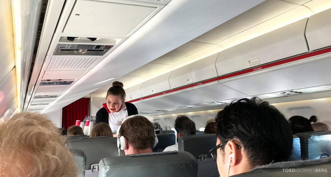 SWISS Economy Class Helvetic Fokker 100 Kiev Oslo servering i gang