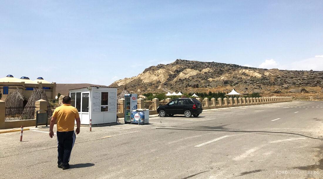 Gobustan Asteshgah Yanardag Tour Baku stopp