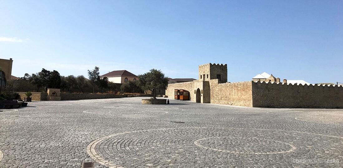 Gobustan Asteshgah Yanardag Tour Baku på vei mot tempel