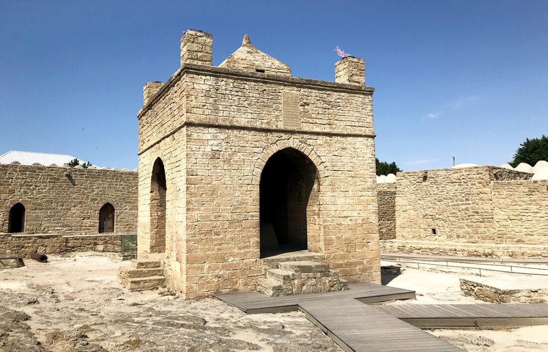 Gobustan Asteshgah Yanardag Tour Baku tempel