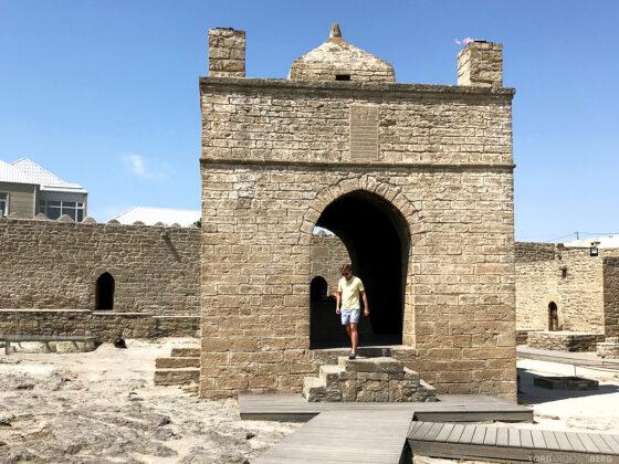 Gobustan Asteshgah Yanardag Tour Baku Tord Kroknes Berg tempel