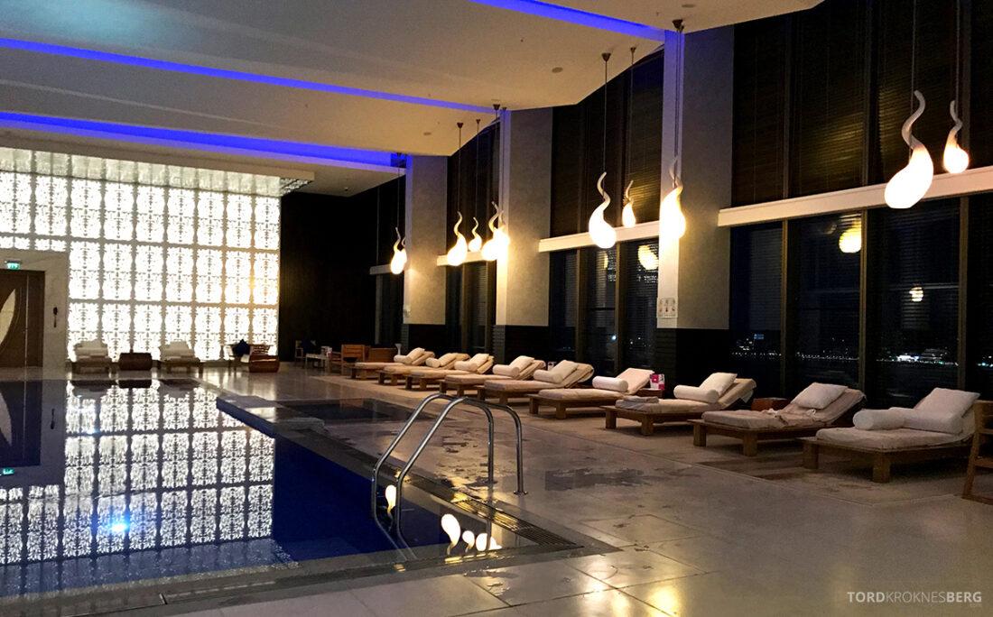 JW Marriott Absheron Hotel Baku basseng solstoler
