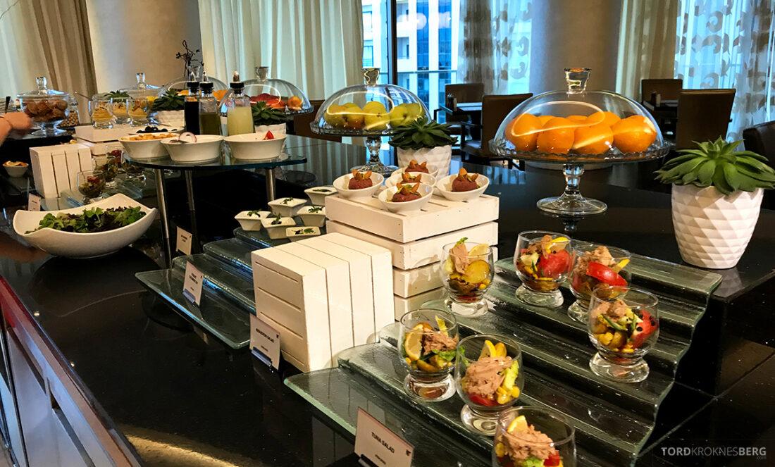 JW Marriott Absheron Hotel Baku Executive Lounge hors d'oeuvre
