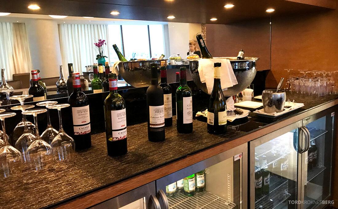 JW Marriott Absheron Hotel Baku Executive Lounge vin