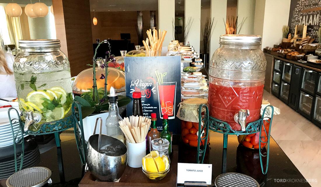 JW Marriott Absheron Hotel Baku Executive Lounge tomatjuice