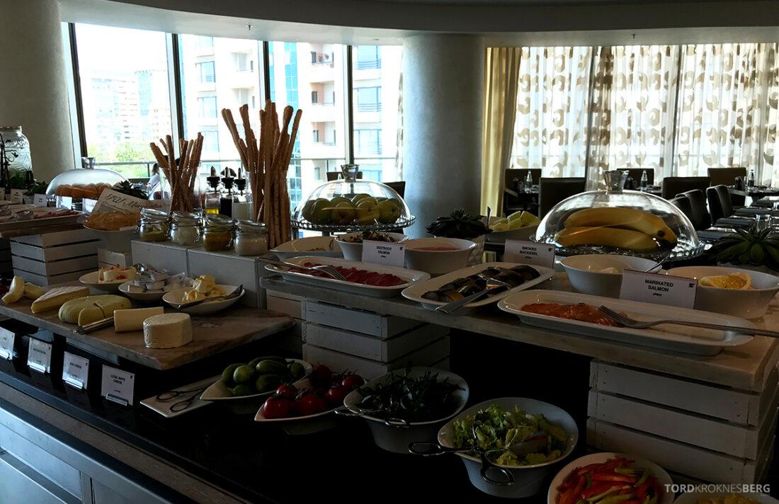 JW Marriott Absheron Hotel Baku Executive Lounge frokostbuffet
