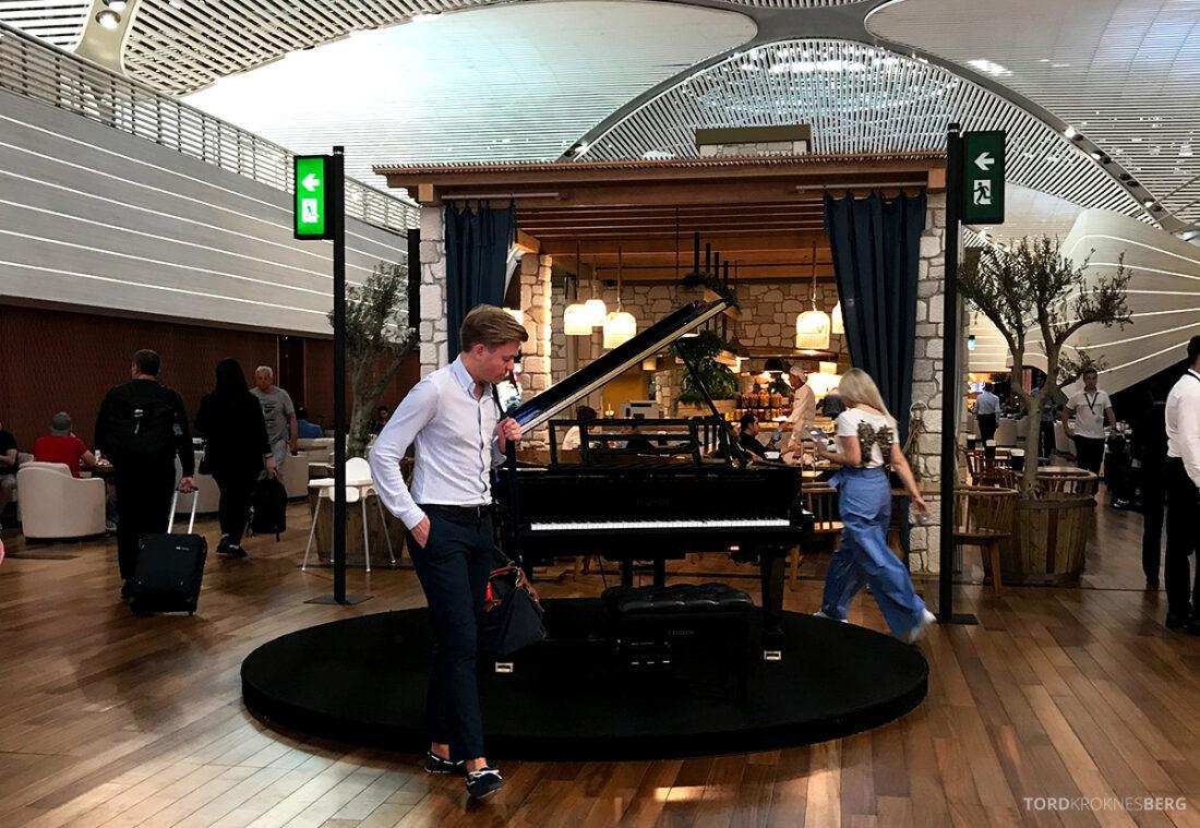 Miles&Smiles Lounge Istanbul Tord Kroknes Berg flygel