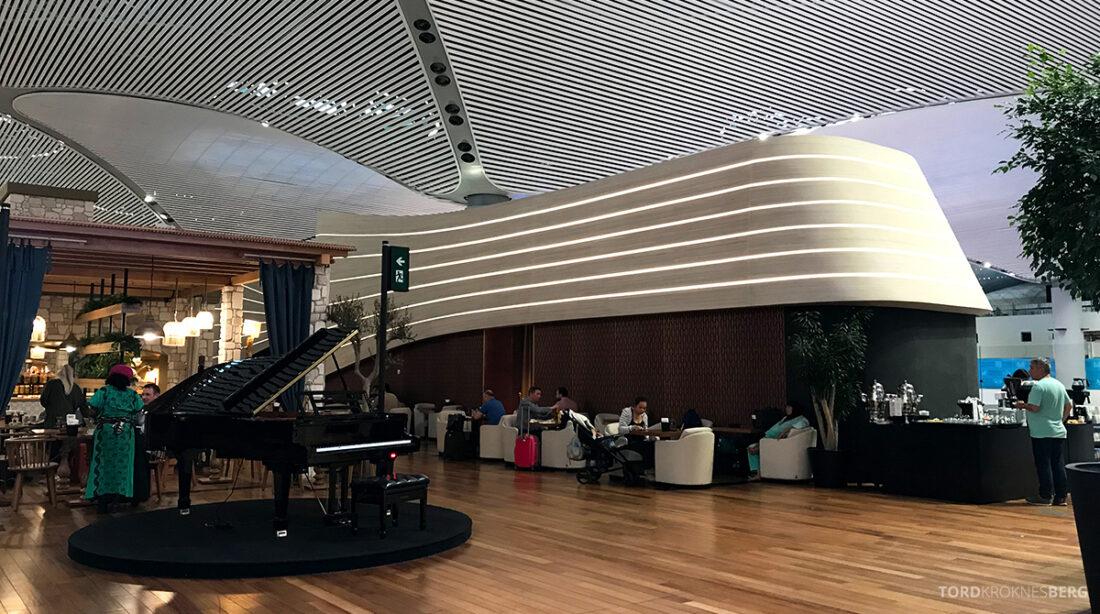Miles&Smiles Lounge Istanbul piano