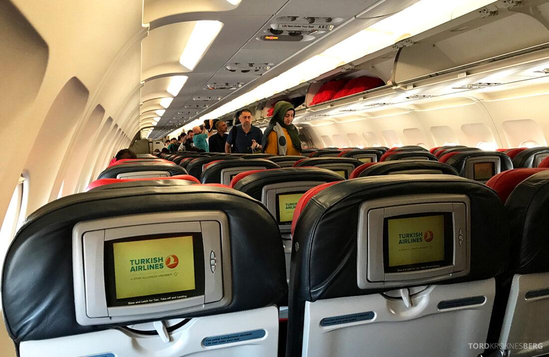 Turkish Airlines Economy Class Istanbul Baku kabin