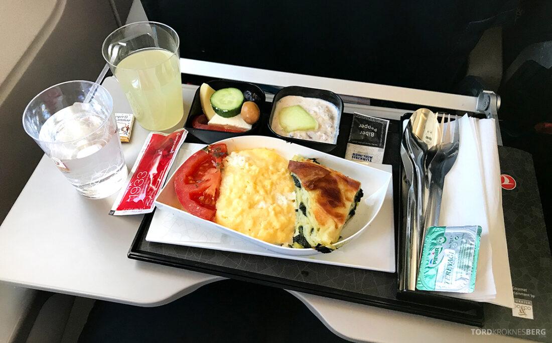 Turkish Airlines Economy Class Istanbul Baku måltid