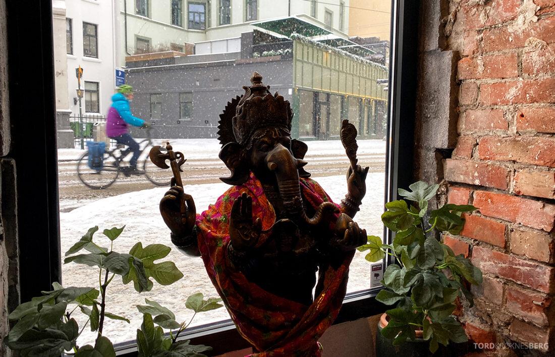 Listen To Baljit Restaurant Frogner Oslo skulptur