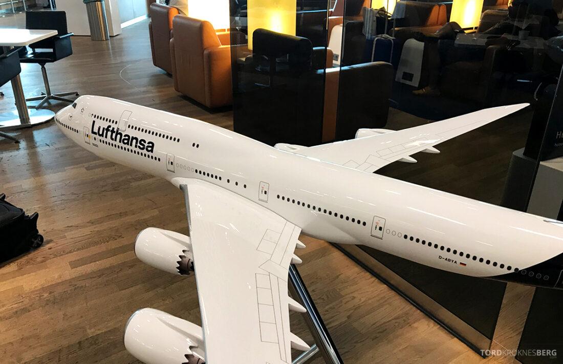 Lufthansa Premium Economy Class Oslo Frankfurt Los Angeles flymodell