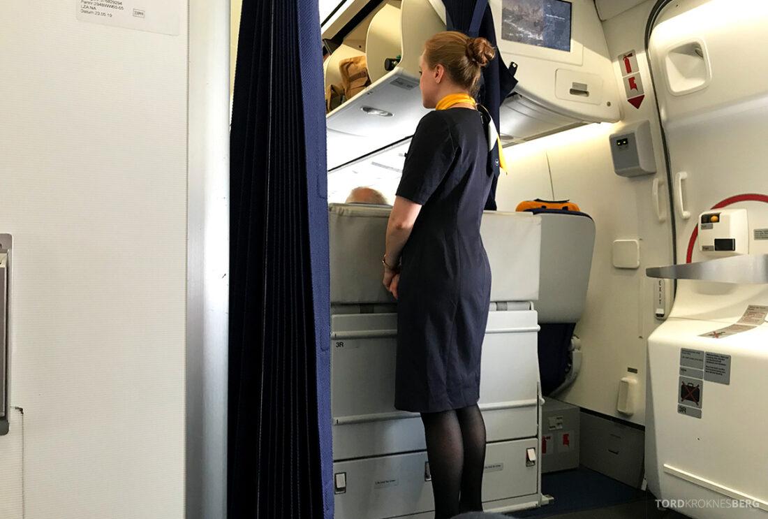 Lufthansa Premium Economy Class Oslo Frankfurt Los Angeles business class