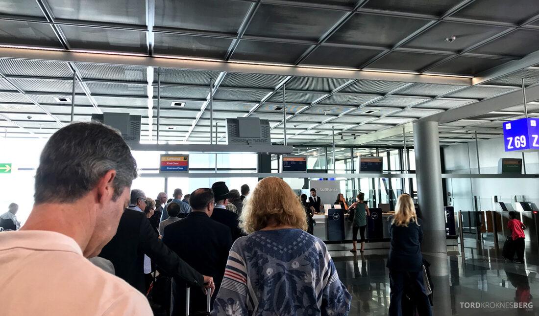 Lufthansa Premium Economy Class Oslo Frankfurt Los Angeles gate Frankfurt