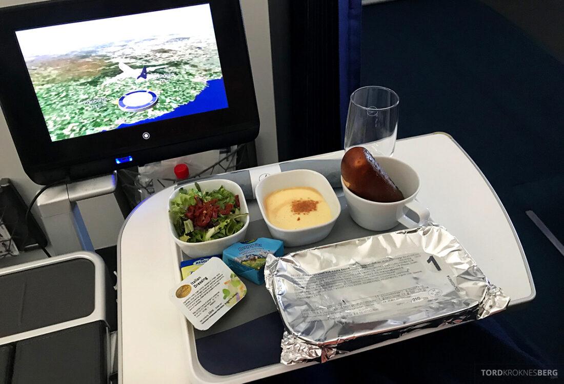 Lufthansa Premium Economy Class Oslo Frankfurt Los Angeles måltid innpakket