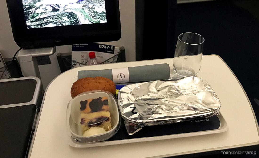 Lufthansa Premium Economy Class Oslo Frankfurt Los Angeles lunch innpakket