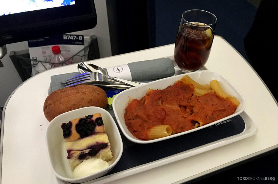Lufthansa Premium Economy Class Oslo Frankfurt Los Angeles lunch
