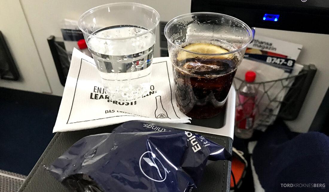 Lufthansa Premium Economy Class Oslo Frankfurt Los Angeles snack langdistanse