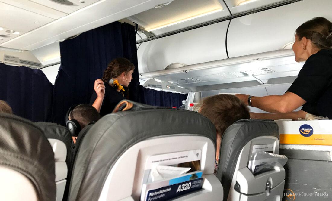 Lufthansa Premium Economy Class Oslo Frankfurt Los Angeles servering økonomi
