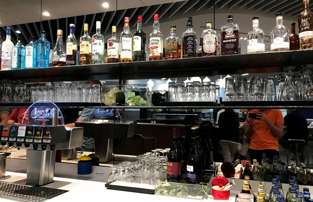 Lufthansa Premium Economy Class Oslo Frankfurt Los Angeles lounge drikke