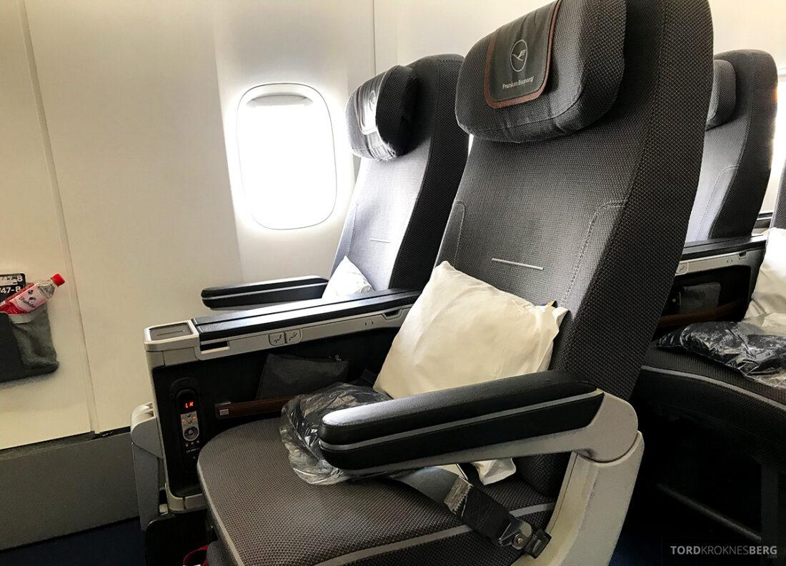 Lufthansa Premium Economy Class Oslo Frankfurt Los Angeles vindussete