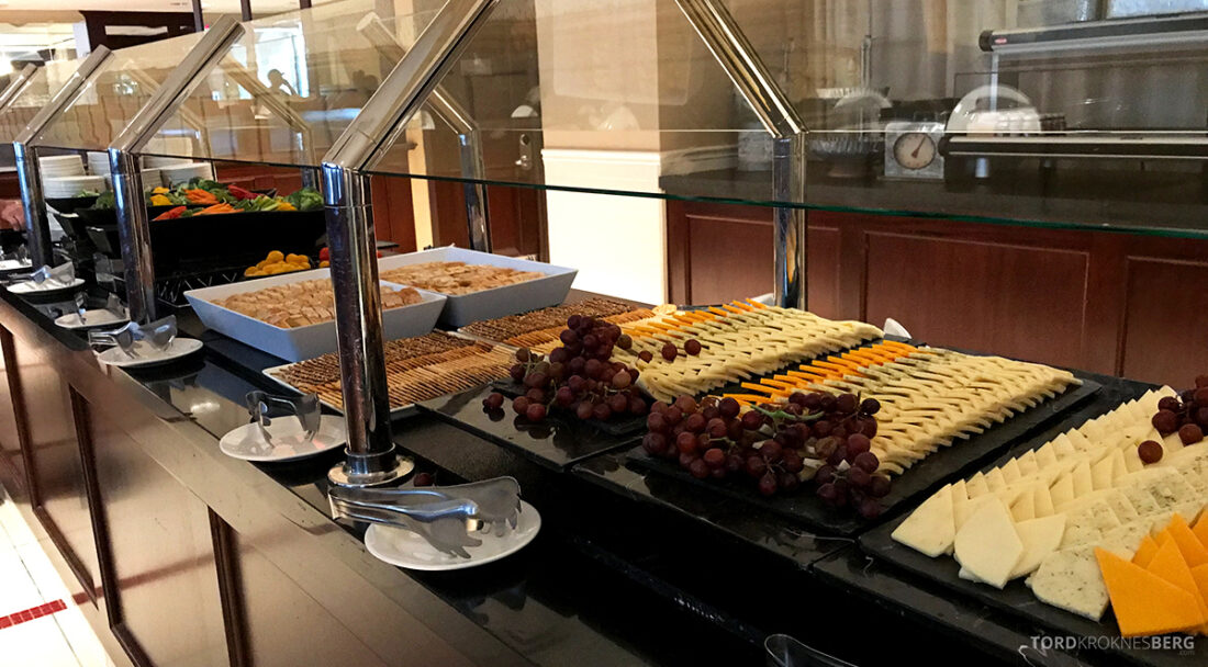 Sheraton New York Times Square Hotel Club Lounge hors d'oeuvre oster