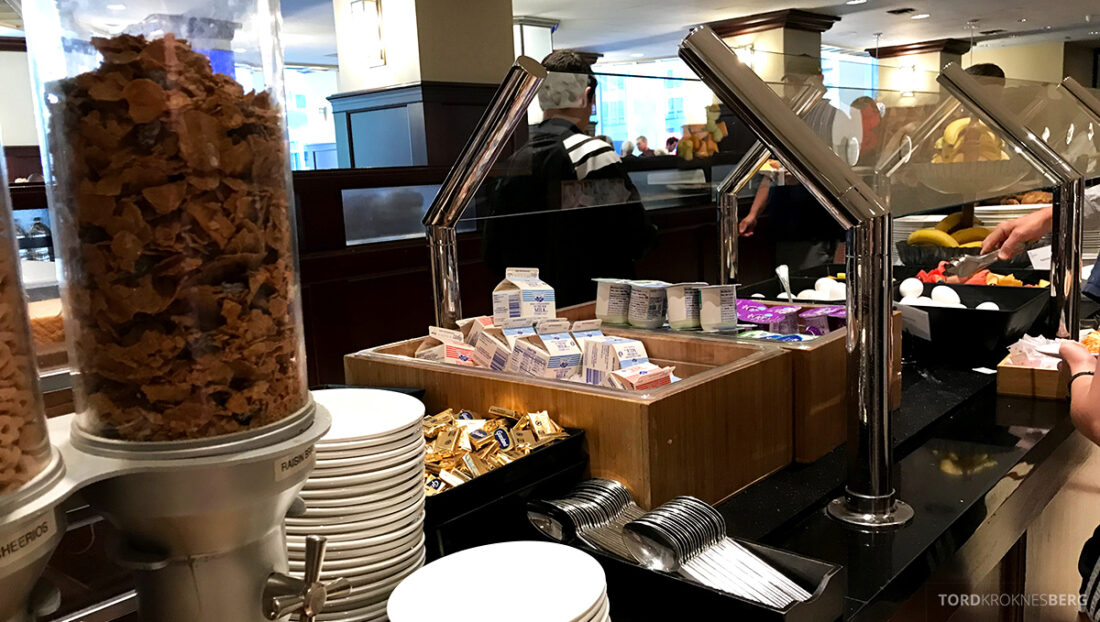 Sheraton New York Times Square Hotel Club Lounge frokost yogurt