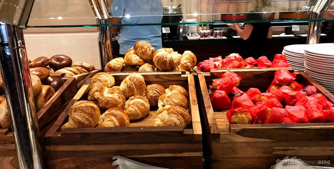 Sheraton New York Times Square Hotel Club Lounge frokost bakst