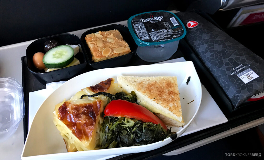 Turkish Airlines Economy Business Class Baku Istanbul Oslo frokost