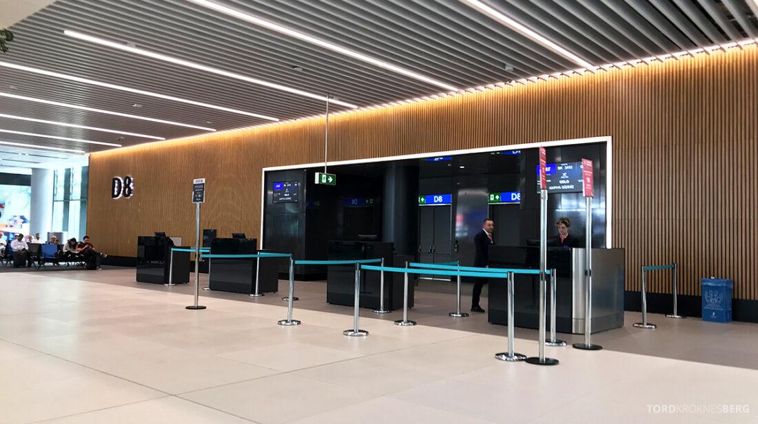 Turkish Airlines Economy Business Class Baku Istanbul Oslo gate