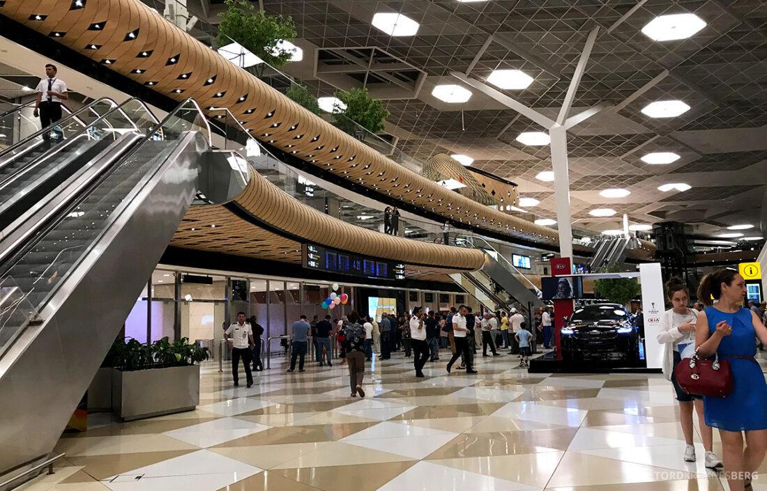Turkish Airlines Economy Business Class Baku Istanbul Oslo flyplass