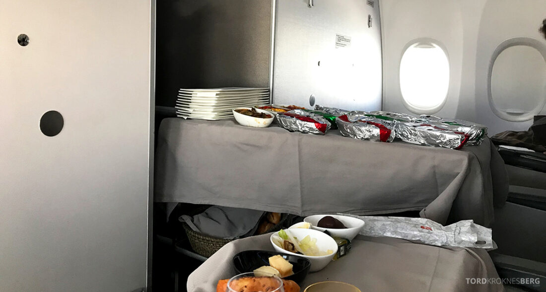 Turkish Airlines Economy Business Class Baku Istanbul Oslo varmmat