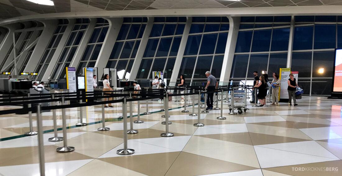 Turkish Airlines Economy Business Class Baku Istanbul Oslo sikkerhetskontroll