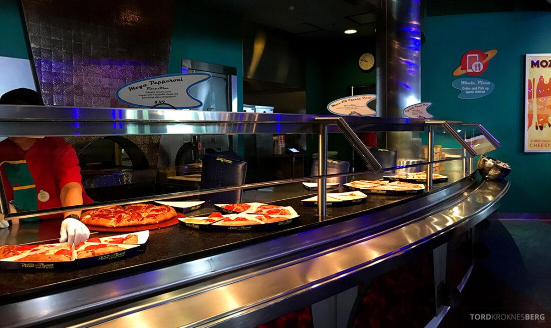 Disneyland California pizzabuffet