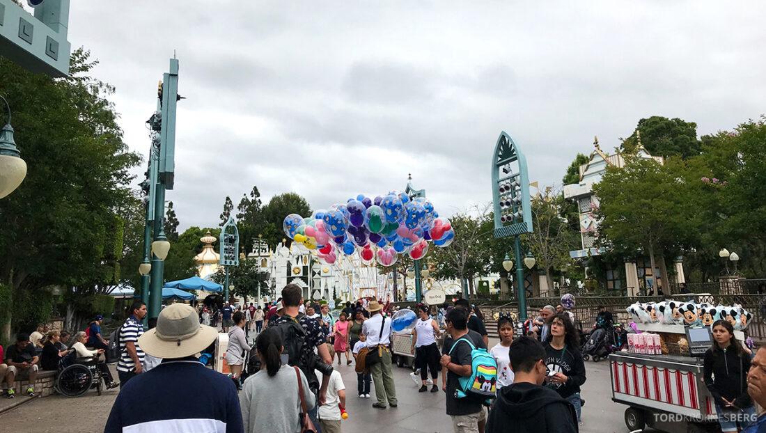 Disneyland California ballonger